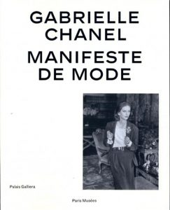 Catalogue d'exposition Gabrielle Chanel. Manifeste de mode,